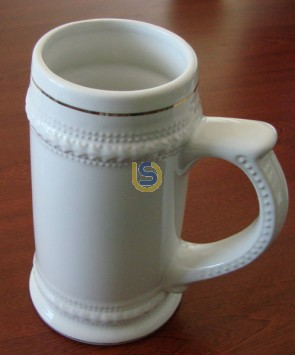 German Beer Stein with Gold Rim - 22oz - Dishwasher Proof
